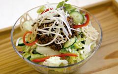 肉味噌風サラダ